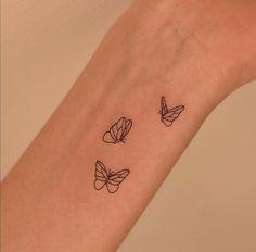 Tiny Tattoos For Girls, Cute Tiny Tattoos, Bff Tattoos, Dope Tattoos, Pretty Tattoos, Tattoos For Women Small, Mini Tattoos, Finger Tattoos, Tatoos