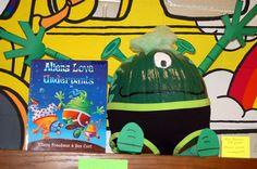 aliens love underpants Aliens, Book Character Pumpkins, Pumpkin Books, Creative Pumpkins, Halloween Crafts, Halloween Ideas, Book Reports, Storybook Characters, Room Mom