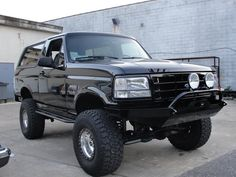 92 - 96 Bronco / F-Series front bumper Lifted Ford Trucks, Chevrolet Trucks, Pickup Trucks, 1957 Chevrolet, Chevrolet Impala, Ford F150 Custom, Ford 4x4, Car Ford, Old Bronco