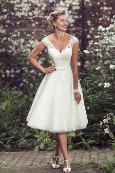 vestidos-de-novia-cortos-escote-con-encaje