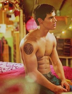 Image shared by Find images and videos about twilight, bella swan and twilight saga on We Heart It - the app to get lost in what you love. Twilight Jacob, Twilight New Moon, Twilight Series, Twilight Movie, Vampire Twilight, Taylor Lautner, Stephanie Meyers, Edward Bella, Twilight Pictures