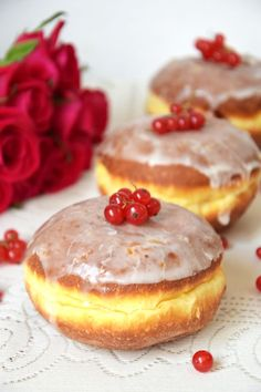 Pączki z ziemniakami Delicious Donuts, Devils Food, Polish Recipes, Food Cakes, Doughnuts, Cookie Recipes, Cheesecake, Food And Drink, Pudding