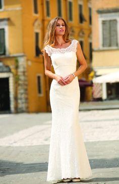 Een simpele trouwjurk zit altijd als gegoten, in maat 34 t/m 46. Assepoester heeft ruime keuze uit eenvoudige korte trouwjurken met kant of zonder.