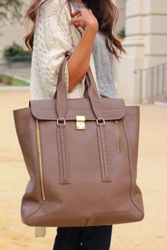 Love this handbag for the fall!! I can only imagine all the stuff I can put in there