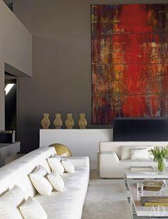 Фрагмент гостиной. Диваны и столики, каки почти вся мебель вдоме, придуманы архитекторами A-cero.