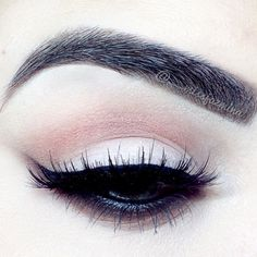 Wispy cat eye. Mauve in the crease. White on the lid.
