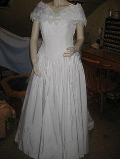 Robe de mariée T.42 bustier dentelle année 1999 à Pfetterhouse