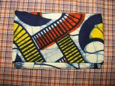 pochette a tabac modèle wax africain munis d'une poche pour les filtres et les feuilles