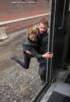 ((Open divergent rp))*at the ceremony you chose dauntless as your choice and not your running after the trian*Hurry up stiff!*I call after you* Tris Et Tobias, Tris Und Four, Divergent Theo James, Divergent Four, Divergent Trilogy, Divergent Insurgent Allegiant, Insurgent Quotes, Divergent Memes, Divergent Fandom