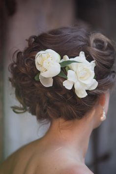 As a Hairpiece | Expensive and fragile, yet fragrant and beautiful–here's how to use gardenias for your Big Day. You might think gardenias were created specifically for Southern brides. Along with some of the whimsical and eccentric wedding traditions we have down South, it would stand to reason we have our own wedding flower, as well. A snowy white bloom, glossy evergreen leaves, and an intoxicating fragrance make this flower a natural and beautiful choice for arrangements.