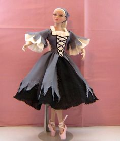 Cinderella 'Rags' costume modelled on Tonner NYCB 16 inch ballerina doll. This costume now lives in USA. By Louise Goldsborough/Bird of Angelique Miniatures. Ballerina Barbie, Barbie Clothes, Barbie Dolls, Diva Dolls, Dolls Dolls, Vintage Barbie, Vintage Dolls, Manequin, Cinderella Costume