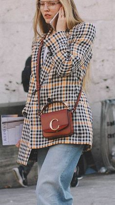 Best outfits of Paris Fashion Week street style day two PFW - Street Style Looks, Street Style Women, Sandro, Saint Laurent Tasche, Cool Outfits, Fashion Outfits, Fashion Fashion, High Fashion, Chloe