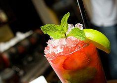 Алкогольные коктейли: Клубничный мохито, Канал стрит, Лонг-айленд айс ти.