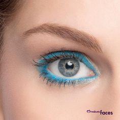 Use a cor de seus olhos como uma arma de maquiagem: deixe-os em destaque combinando o tom do lápis ou da sombra. #dica #maquiagem