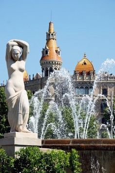 Statue and fountain, Plaça de Catalunya, Barcelona | Spain