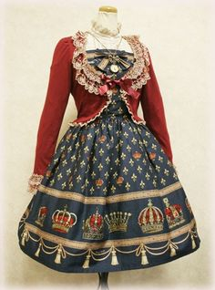 Charming, classic, and adorable lolita outfit c: I like this a ton~!