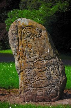 The Picts were a group of people living in the ancient eastern and northern area of Scotland in the fourth century. Celtic Dragon, Celtic Art, Old Stone, Stone Art, Ancient Ruins, Ancient Art, Scotland History, Picts, Environmental Art