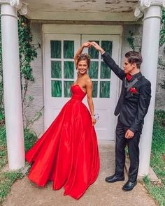 Fashion Sweetheart neck Red Floor-Length Satin Prom Dress,Red Wedding Party Gowns in 2020 Prom Girl Dresses, Strapless Prom Dresses, Prom Outfits, Homecoming Dresses, Lavender Prom Dresses, Fitted Prom Dresses, Prom Party Dresses, Elegant Dresses, Wedding Dresses
