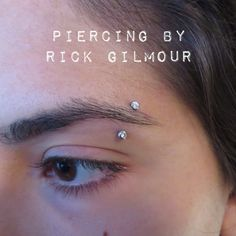 Eyebrow piercing by Rick Gilmour of Adorned Precision Body Arts. - Eyebrow piercing by Rick Gilmour of Adorned Precision Body Arts. Jewelry by Neo Metal. Innenohr Piercing, Eyebrow Piercing Jewelry, Tattoo Und Piercing, Facial Piercings, Ear Piercings, Piercings Bonitos, Eyebrows, Piercing Bouche, Tattoo Prices