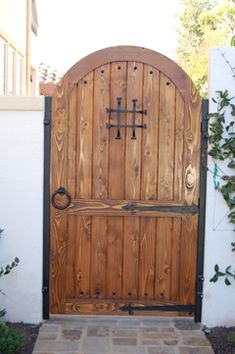 Spanish Style Wooden Gates This wide twoleaf Chaparral driveway gate was crafted on an 11 Wooden Garden Gate, Wooden Gates, Garden Doors, Side Gates, Front Gates, Entrance Gates, Fence Gates, Fencing, Spanish Revival