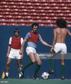 News Photo : Frans Beckenbauer and Johan Cruyff training with...