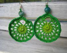 Artículos similares a Pendientes de crochet - Pendientes de ganchillo - Pendientes largos - Pendientes rosa y beig - Aretes - Zarcillos - Joyería textil en Etsy