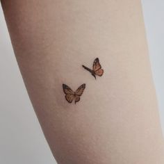Sprout and Tiny Butterfly Tattoo - Kleine Schmetterling Tattoos - Schmetterling Tattoos - . - Sprout and Tiny Butterfly Tattoo – Kleine Schmetterling Tattoos – Schmetterling Tattoos – Aly - Little Tattoos, Mini Tattoos, Body Art Tattoos, Key Tattoos, Tattoo Arm, Ankle Tattoo, Tattoo Life, Nana Tattoo, Cousin Tattoos