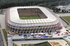 Estadio Municipal de Bialystok (en polaco, Stadion Miejski w Białystoku) es un estadio de fútbol de la ciudad de Białystok, Polonia. Ha sido propiedad de la ciudad desde el 7 de octubre de 1971, y arrendado al Jagiellonia Białystok. Capacidad 22.386 espectadores. Stadium Architecture, Football Stadiums, European Football, Hockey, Sports, Poland, Cities, October, Football Soccer
