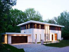 Diese Fertighaus-Villa von Haacke hätte den beiden Bauhaus-Vätern, Walter Gropius und Ludwig Mies van der Rohe, garantiert viel Spass bereitet. Aber, schaut doch selbst!