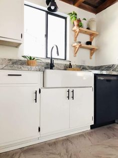 Best Farmhouse Sinks For Sale! Discover the best stainless steel farmhouse sinks, copper farmhouse sinks, cast iron farmhouse sinks, fireclay farmhouse sinks, and more.
