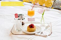 Totally want to surprise my husband with this!  Such a cute presentation for breakfast in bed ;)