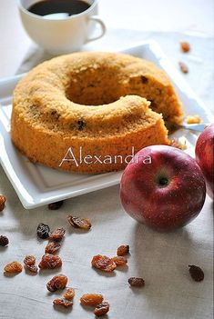Coffee cake without flour with quaker, apples and raisins Greek Sweets, Greek Desserts, Greek Recipes, Light Recipes, Cupcakes, Cupcake Cakes, Baking Recipes, Cake Recipes, Diet Cake