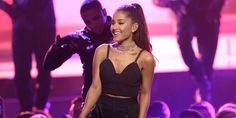 Manchester, Ariana grande e tanti big in concerto per ricordare le vittime dell'attentato: Justin Bieber, Coldplay, Katy Perry, Miley Cyrus, Pharrell Williams, Usher, One Direction's e Take That.