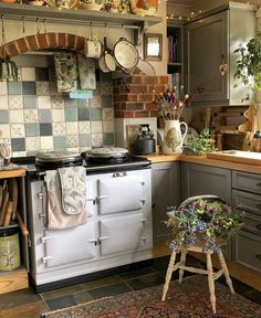 28 Trendy Boho Kitchen Decor Ideas to Give Your Space New Life - Betherelove Boho Kitchen, Kitchen Styling, Country Kitchen, Vintage Kitchen, Kitchen Design, Kitchen Decor, Cosy Interior, Bohemian Interior, Bohemian Living Rooms