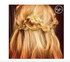 We can #knot believe how effortless @SabrinaOlivia made this half up, half up down style of knots and braids look.