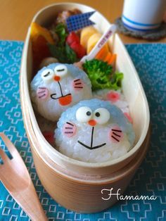 ほっこり〜♪なドラえもんのお弁当♡ Cute Bento Boxes, Bento Box Lunch, Japanese Lunch Box, Japanese Food, Bento Kids, Food Art For Kids, Bento Recipes, Food Humor, Cute Food