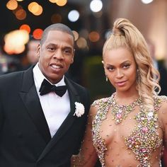 Hot: See Jay-Z Affectionately Embrace Beyoncé in This Adorable Photo