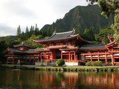 Kaneohe, Oahu, Hawaii — The Byodo-In Temple in Valley of the Temples Memorial Park near Kaneohe, Hawaii. This 1968 structure is a replica of the Byōdō-in Buddhist temple at Uji, in Japan's Kyoto prefecture. Buddhist Architecture, Japanese Architecture, Japanese Temple, Japanese House, Great Places, Places To Go, Beautiful Places, Hawaii Pictures, Buddhist Temple