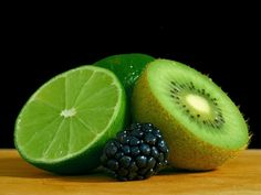 Lime and Kiwi in Green Fruit Salad Fruit Vert, Green Fruit, Colorful Fruit, Fruit Salad, Winter Detox, Kiwi Berries, Allergies Alimentaires, Key Lime Cheesecake, Eating Organic