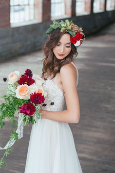 Styled Pretty: Winter Wedding Inspiration - www.theperfectpalette.com - Hilary Grace Photography - florals by Bonney Blooms
