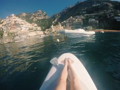 Naomi in Wonderland - Go paddle-boarding in Positano and enjoy the beautiful views