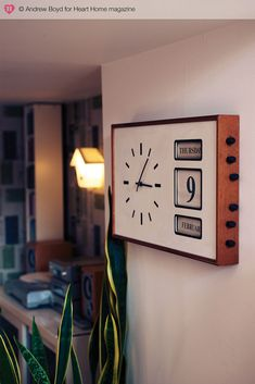 Clock from the Mid-century modern abode of designers Keith Stephenson and Mark Hampshire in Camberwell, London that was featured in Heart Home Mid Century Modern Design, Modern House Design, Modern Interior Design, Kitchen Wall Clocks, Retro Clock, Cool Clocks, Modern Clock, Deco Boheme, Retro Home Decor