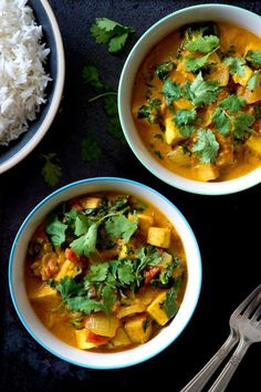 Ginger Peanut Tofu Curry | A weeknight-friendly and immune boosting dinner for the change of seasons. Creamy, spicy, protein-packed! Vegan and gluten free.