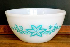 Vintage 'Crown' Pyrex: round mixing bowl. Pyrex needs to start making their products with great designs and art again. I'm sure sales would rise!