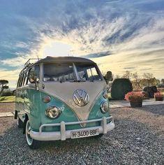 Best classic cars and more! Volkswagen Transporter, Transporteur Volkswagen, Vintage Volkswagen Bus, Vw Vintage, Vw T1, Volkswagen Models, Vw California Beach, Vw Beach, Honda Shadow