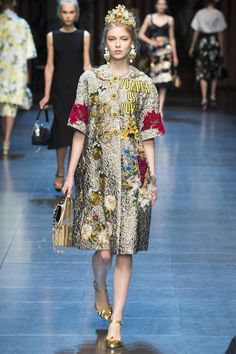 http://www.vogue.com/fashion-shows/spring-2016-ready-to-wear/dolce-gabbana/slideshow/collection. What a fun collection! Chic and streetstyle at the same time