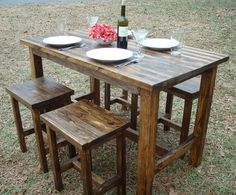 Love this long table look and the fact that you could fit 6 people around the table.