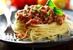 Spaghetti bolognese is ruined by the British, top Italian chef Antonio Carluccio claims Homemade Italian Spaghetti Sauce, Easy Spaghetti Bolognese, Spaghetti Squash, Soya Recipe, Weight Watchers Meal Plans, Vegetarian Pasta Recipes, Italian Chef, Meals For The Week, Spaghetti Bolognese