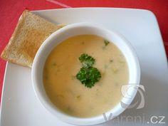 Netradiční krémová bramborová polévka s pórkem a smetanou, kterou  připravujeme bez jíšky.