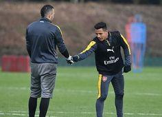 Ospina y Sánchez en el entrenamiento de hoy 👐⚽🏃 @d_ospina1 @alexis_officia1 #DavidOspina #Ospina #Futbol #Arsenal #Gunners #SeleccionColombia #Colombia #Rusia2018 .  Cuentas aliadas 💫 . • @falcaofansoficial • • @dani10fc •